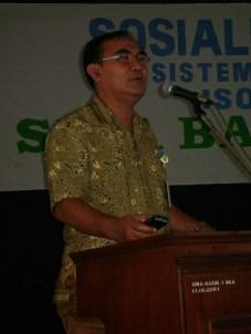 Kepala SMA Batik 1 Surakarta Bapak Drs. Literzet Sobri, M.Pd