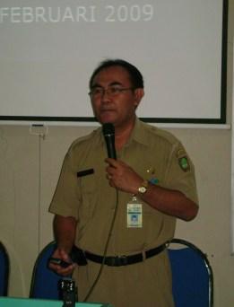 Drs.Literzet Sobri, M.Pd, menyampaikan Materi Pengembangan Silabus